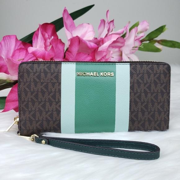 Michael Kors Handbags - 🌺NWT Michael Kors LG Travel continental Wallet MK